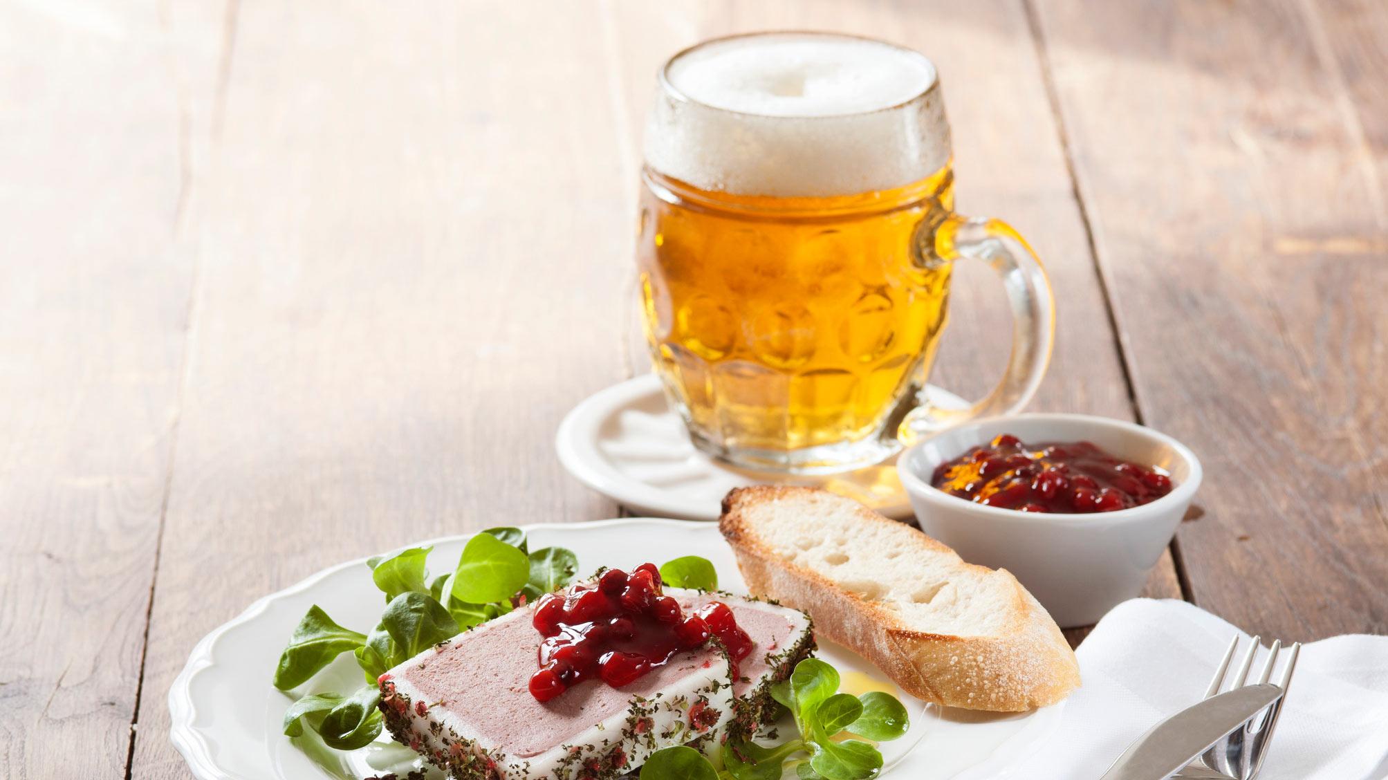 cerveza checa y aperitivo