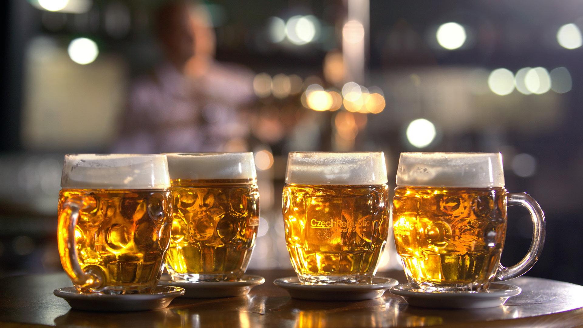 jarras de cerveza checa