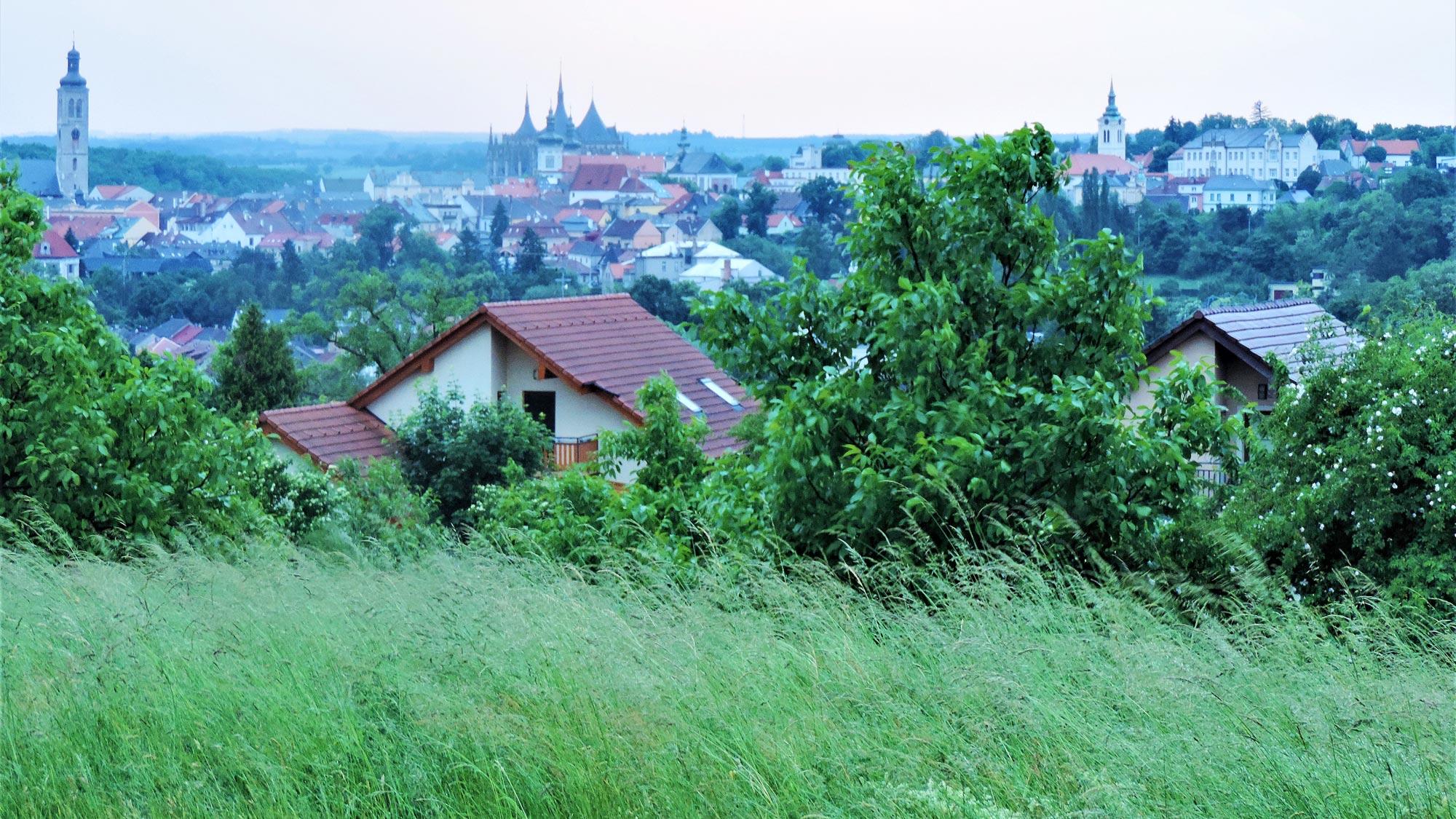 Vista de kutna hora desde ruta menhires